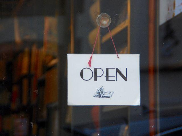 Hoe plan je de openingsdag voor een restaurant?